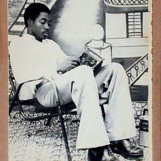 hombre-leyendo-hablar-de-poesia-6